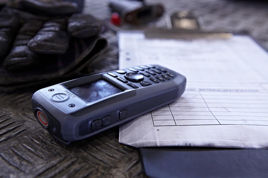 IP-DECT-d81-handset-on-the-floor